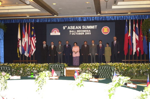 7<sup>th</sup> APT Summit — Press Statement by the Chairperson of the Ninth ASEAN Summit and the Seventh ASEAN+3 Summit, 7 October 2003, Bali, Indonesia